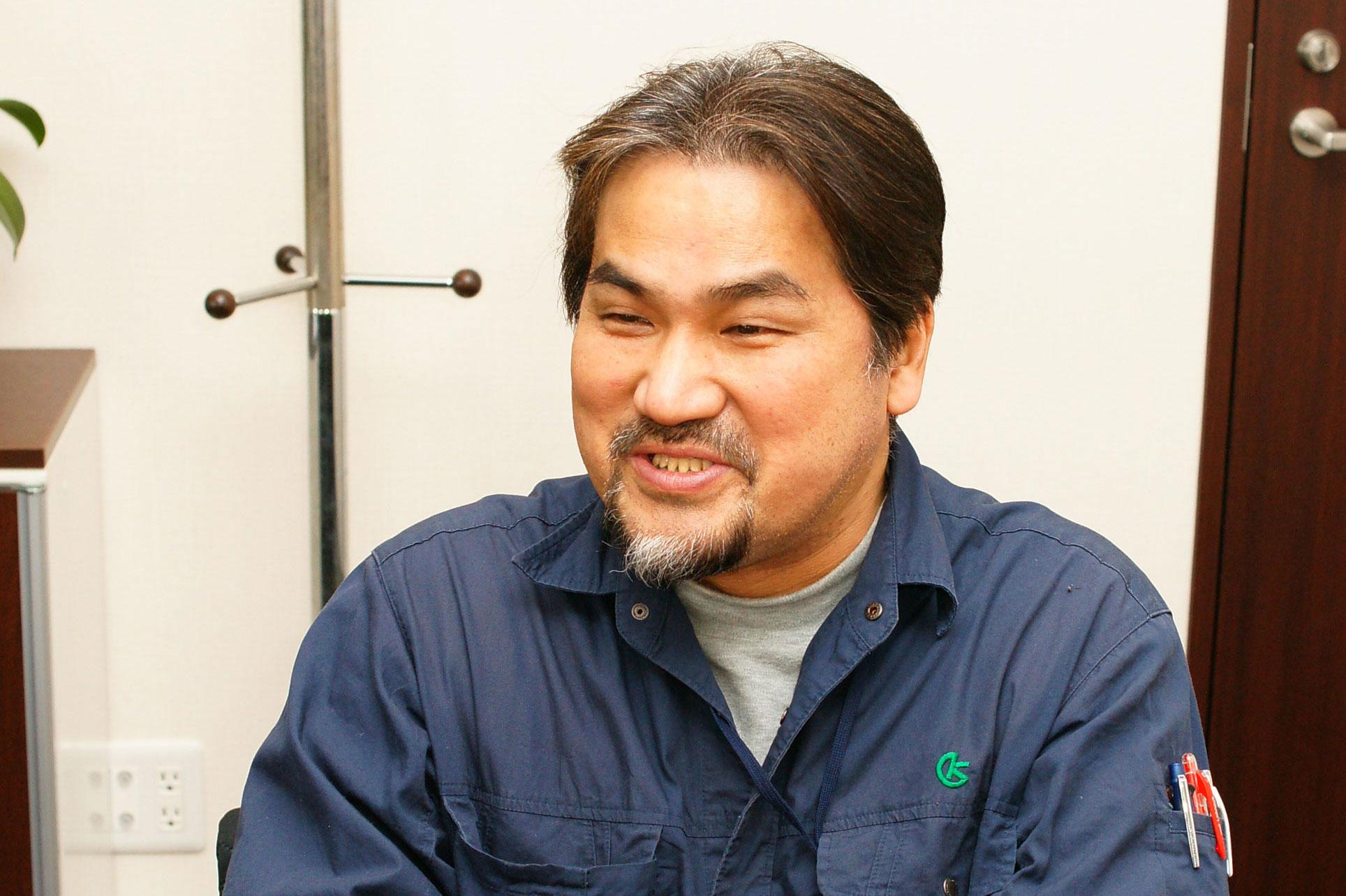 納入先の工場のサポートで世界中を飛び回っている協和製作所製造部技術サービス課の宮崎伸也さん