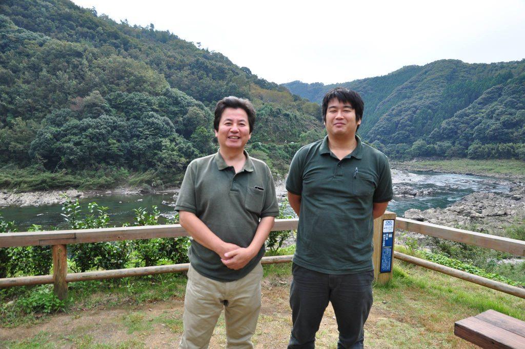 株式会社四万十ドラマ 代表取締役の畦地履正さん(左)と、観光・営業担当の石田亮平さん