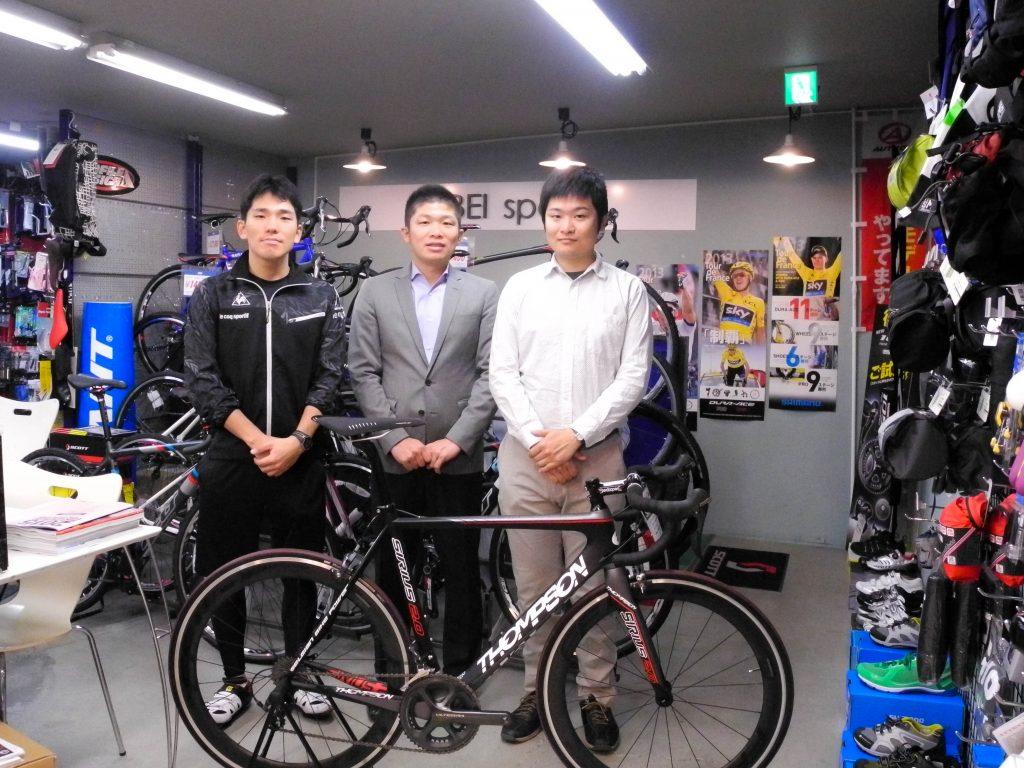 左から、きゅうべえ Teachme Biz導入責任者の山下尚也さん、代表取締役の谷口創太さん、最高技術責任者の轟啓太さん