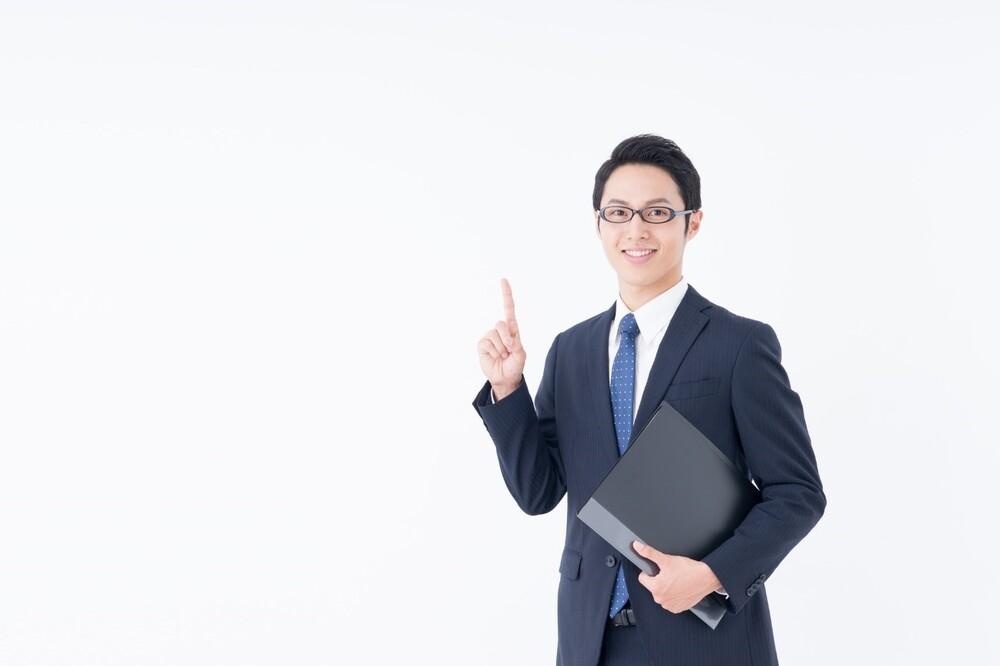 男性が人差し指を立てている画像
