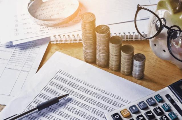 お金とノートの画像
