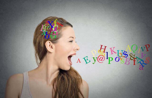 女性が口からアルファベットを出す画像